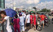 Người dân vây kín xem công an tìm kiếm tung tích người đàn ông nhảy cầu ở TP.HCM