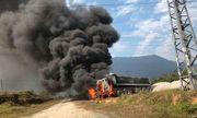 Vướng đường điện 35 KV, xe đầu kéo bốc cháy ngùn ngụt
