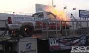 Video: Cận cảnh xe bán tải bốc cháy như bó đuốc trên bàn thử
