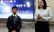 Miệt mài học 16 thứ tiếng, cậu bé bán hàng rong ở Campuchia bất ngờ được đi du học