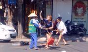 Video: Bị nhắc nhở vì ném rác vô ý thức, chủ shop quần áo lao vào đánh tới tấp cô lao công