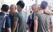 Tuyển Việt Nam lên đường dự King's Cup, Đình Trọng chống nạng đến tiễn