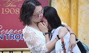 Hà Nội: Nhiều thí sinh bật khóc ngay sau khi ra khỏi phòng thi môn Toán