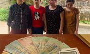 Thanh Hóa: Bốn nữ quái bị bắt quả tang khi đang say sưa đánh bạc