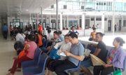 Nghệ An: Người bệnh chen chúc đi khám trong thời tiết nắng nóng gần 40 độ