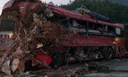 Người mẹ chết lặng khi nghe tin 2 con bị thương vong trong vụ tai nạn kinh hoàng tại Hòa Bình