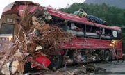 Hiện trường thảm khốc vụ xe tải đâm xe khách khiến 34 người thương vong tại Hòa Bình