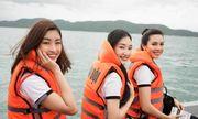 Hoa hậu Mỹ Linh cùng dàn người đẹp vượt sóng tham gia hành trình ý nghĩa