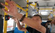 Hà Nội: Kẻ biến thái đứng gần nữ sinh cấp 2 trên xe buýt để