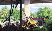 Tiết lộ nguyên nhân vụ xe cẩu tông ô tô trên cầu rơi xuống kênh nước tại Bến Tre