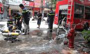Hà Nội: Cháy nhà 3 tầng giữa trưa nắng, nhiều người dân hoảng loạn