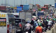 TP.HCM: Tắc đường hàng chục km do xe cẩu gặp sự cố trên cầu Phú Mỹ