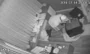 Video: Tên trộm phá két sắt nhà ca sĩ Nhật Kim Anh,