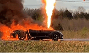 Chủ nhân bất lực nhìn siêu xe Corvette Z51 bốc cháy dữ dội giữa đường