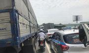 Vụ tai nạn 5 người tử vong tại Hải Dương: Quốc lộ 5 ách tắc nghiêm trọng