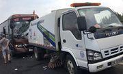 Hà Nội: Xe khách tông xe quét rác, 10 người bị thương