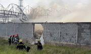 TP. HCM: Cháy xưởng nệm mút 1.000 m2, cảnh sát PCCC đập tường tiếp cận hiện trường