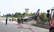 Trục trặc trong quá trình hạ cánh, máy bay của Không quân Pháp lao thẳng xuống đường cao tốc