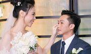 Cường Đô La xúc động không kìm được nước mắt bên Đàm Thu Trang trong lễ thành hôn
