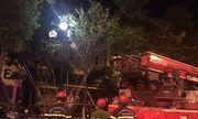 Hà Nội: Giải cứu nam thanh niên ngáo đá trèo lên cột đèn, la hét ầm ĩ lúc rạng sáng