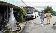 Bà Rịa- Vũng Tàu: Ô tô chở công nhân tông xe limousine xuống hố nhiều người bị thương