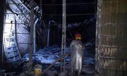 Hà Nội: 'Bà hỏa' thiêu rụi 2 xưởng gỗ trong đêm, nhiều người hoảng hốt tháo chạy