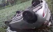 Tin tức tai nạn giao thông mới nhất ngày 3/8/2019: Taxi lao xuống mương nước lật ngửa, tài xế tử vong trong cabin
