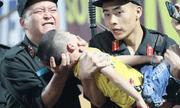 Danh tính Đại úy CSCĐ dùng tay chèn miệng bé trai bị co giật trên sân Thiên Trường