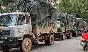 Xe tải chở hàng lậu tông thẳng xe cán bộ quản lý thị trường