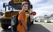 Tiêu chuẩn xe buýt đưa đón học sinh ở Mỹ, Singapore như thế nào?