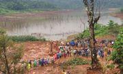 Cận cảnh hiện trường tìm kiếm 3 người trong một gia đình bị đất đá vùi lấp ở Đắk Nông