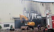 Bình Dương: Công ty gỗ bốc cháy trong đêm mưa, khu nhà xưởng 2000 m2 bị thiêu rụi