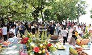 Người Hà Nội tấp nập đổ về Phủ Tây Hồ cầu bình an ngày lễ Vu Lan