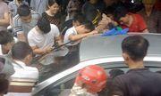 Video: Hồi hộp giải cứu hai cháu bé bị mắc kẹt trong ô tô ở Quảng Ninh