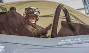 Thủy quân lục chiến Mỹ chính thức có nữ phi công lái tiêm kích F-35 đầu tiên