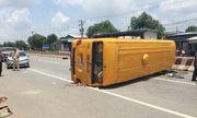 Tin tức tai nạn giao thông mới nhất hôm nay 19/8/2019: Xe khách lật ở Bình Dương, 10 người bị thương