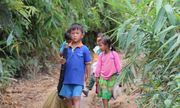 Chuyện chưa kể về ngôi làng học sinh phải đi bộ 20 km từ 4 rưỡi sáng để đến trường