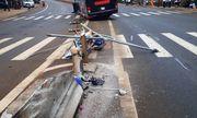 Vụ xe khách nổ lốp tông gãy 2 cột đèn: Doanh nghiệp bị yêu cầu bồi thường gần 120 triệu đồng
