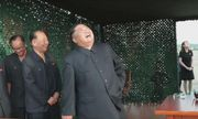 Em gái ông Kim Jong-un lần đầu công khai xuất hiện tại bãi thử tên lửa của Triều Tiên