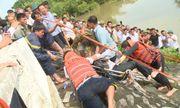 Thanh Hóa: Taxi lao xuống sông, 1 người phụ nữ tử vong, tài xế mất tích