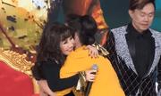 Video: Cả sân khấu vỡ òa với giây phút gặp lại danh ca Thanh Lan sau 25 năm