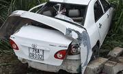 Tin tức tai nạn giao thông mới nhất hôm nay 4/9/2019: Ô tô 4 chỗ bị tàu SE9 tông văng xuống ruộng