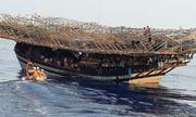 Tàu câu mực chở 44 ngư dân bị sóng đánh chìm ở Trường Sa, 3 người mất tích