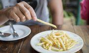 Liên tục ăn thức ăn nhanh trong 10 năm, thiếu niên 17 tuổi lãnh hậu quả đau đớn