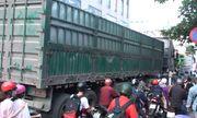 Tin tức tai nạn giao thông mới nhất hôm nay 13/9/2019: Va chạm với container, 2 nữ sinh thương vong