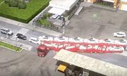 Video: Màn lùi số ngoạn mục của bác tài xế điều khiển xe container chở 12 chiếc ô tô con trên thùng hàng