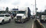Tin tức tai nạn giao thông mới nhất hôm nay 16/9/2019: Đi ngược chiều, người phụ nữ bị container tông