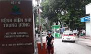 Cháu bé 3 tuổi bị bỏ quên trên xe đưa đón hơn 7 tiếng ở Bắc Ninh