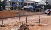 Bé trai 4 tuổi rơi xuống cống, bị nước cuốn xa 100m may mắn được cứu thoát