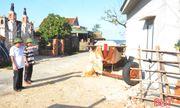 Cán bộ thôn tại Hà Tĩnh tự nguyện cắt nhà ở để hiến đất làm đường